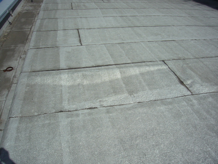 大通り屋上防水施工前膨れ.JPG